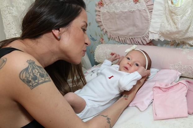 Lizi Benites e a filha, Liz (Foto: Thaís Aline/ Agência Fio Condutor)