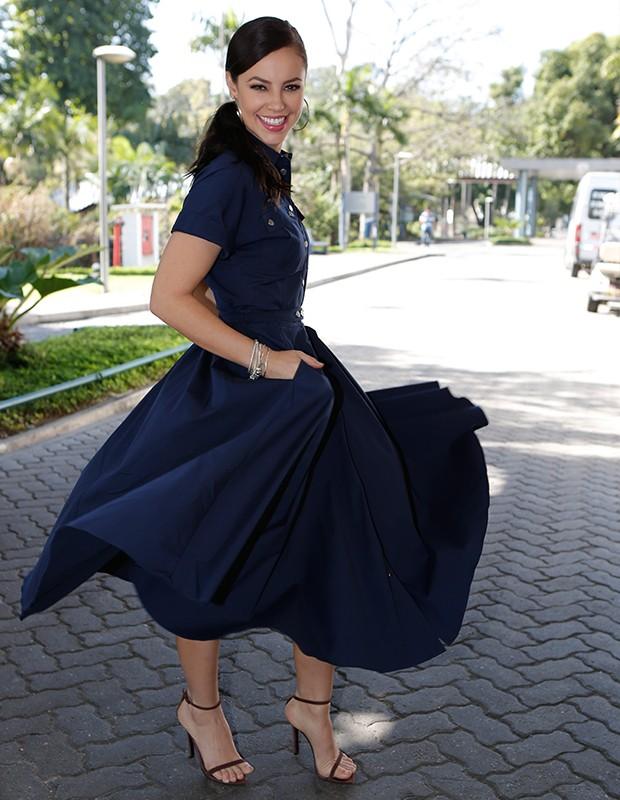 Paolla mostra efeito esvoaçante da saia, um arraso! (Foto: Fábio Rocha/Gshow)