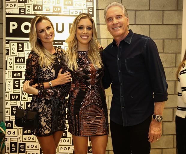 Fabiana Justus, Ana Paula Siebert e Roberto Justus (Foto: Manuela Scarpa/Brazil News)