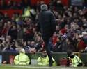 Mourinho é punido e pega um jogo de suspensão após chutar garrafa d'água