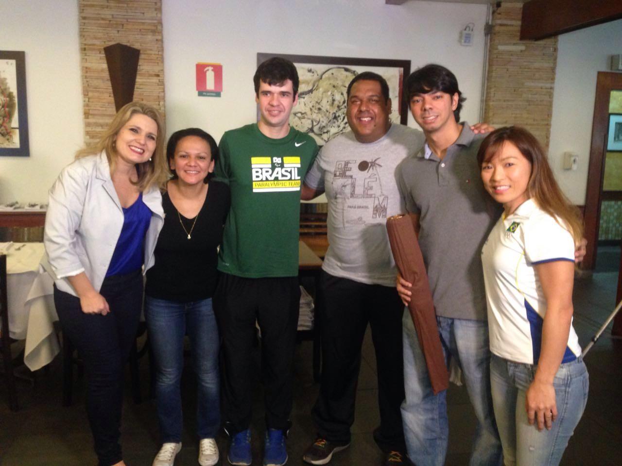 Atletas olímpicos em um almoço especial com o Tribuna Esporte (Foto: Arquivo Pessoal/Vanessa Faro)