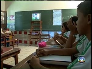 Telecurso ajuda a diminuir defasagem no ensino (Foto: Reprodução / TV Globo)