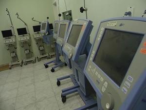 Respiradores também estão encostados na Casa de Saúde Dix-Sept Rosado, em Mossoró (Foto: Felipe Gibson/G1)