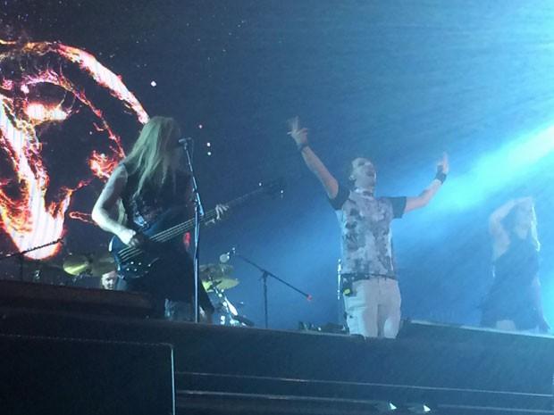 Tony Kakko cantou duas músicas com o Nightwish (Foto: José Raphael Berrêdo / G1)