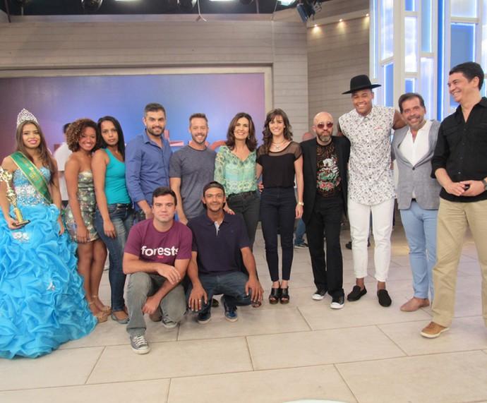 A apresentadora com todos os convidados do programa  (Foto: Priscilla Massena/Gshow)