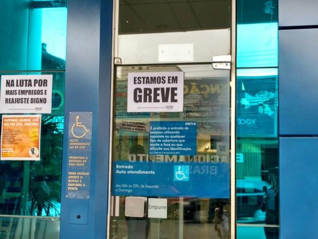 Cerca de 30 agências bancárias entraram em greve em Bauru (Foto: Fernanda Ubaid/TV TEM)