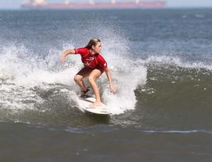 Iara Stela, surfista, Circuito de surfe colegial, em Santos (Foto: Silvia Winik / FMA)