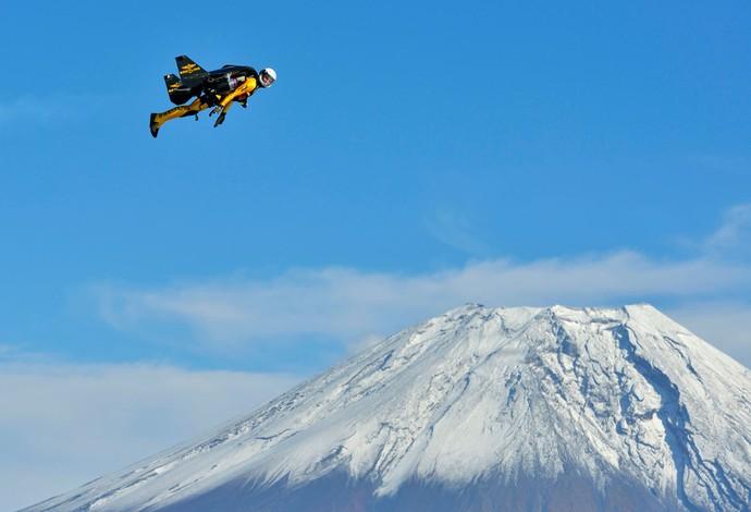Paraquedista suíço Yves Rossy  (Foto: Reuters)