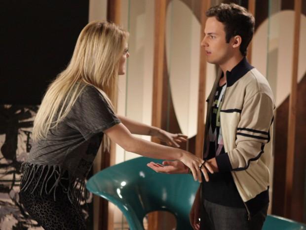 Danilo descobre que Megan está enxergando e fica revoltado (Foto: Pedro Curi/TV Globo)