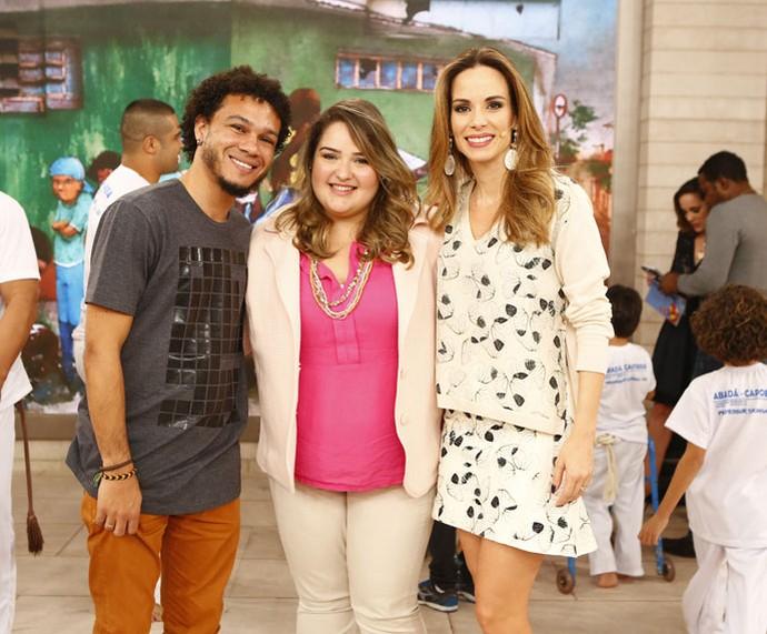 Casal que falou sobre plus size posa com a apresentadora  (Foto: Fábio Rocha/Gshow)