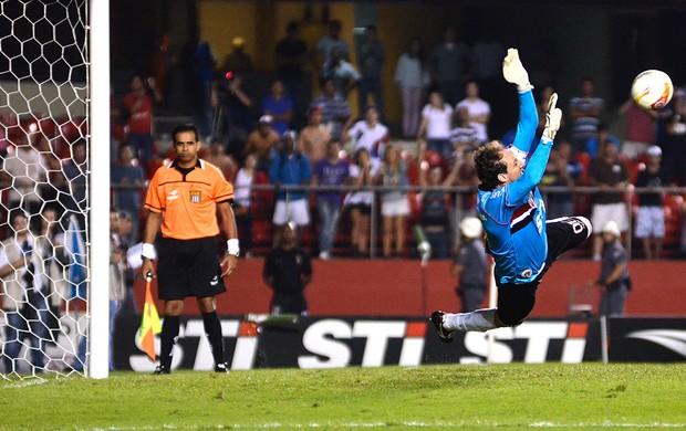 Rogerio Ceni adiantado pênalti Pato São Paulo (Foto: Levi Bianco / Ag. Estado)