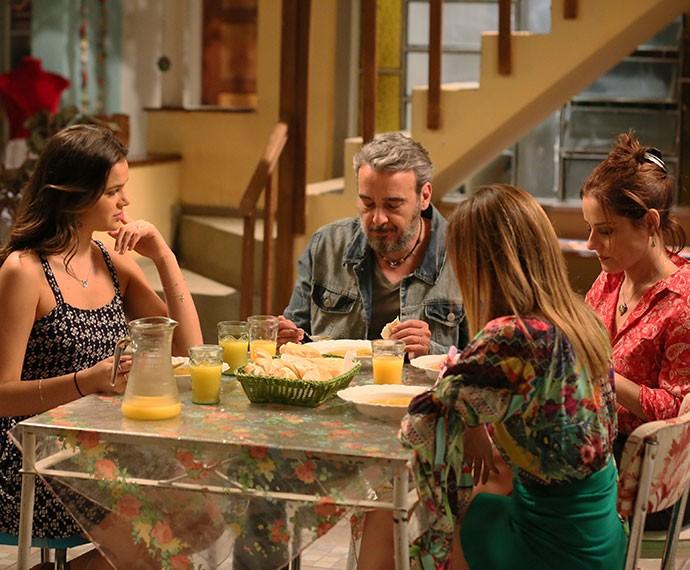 Mari fica surpresa com pedido de Juju para que Dom Peppino seja seu padrinho de casamento (Foto: Isabella Pinheiro/Gshow)