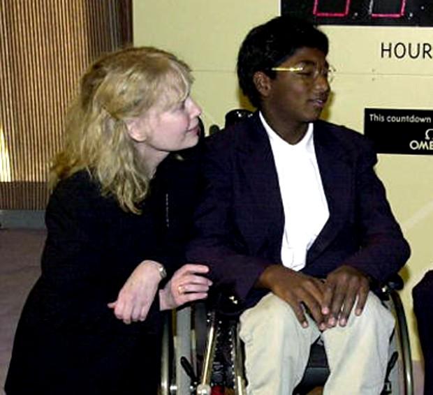 Mia Farrow e Thaddeus em 2001 (Foto: Getty Images)