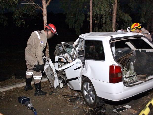 Família morreu após a colisão entre o carro e o caminhão em Bonito (Foto: Jota Lemos/Divulgação)