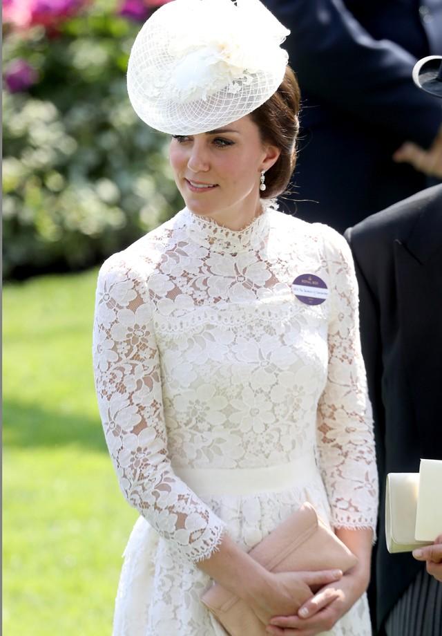 Kate Middleton em look da grife Alexander McQueen (Foto: Getty Images)