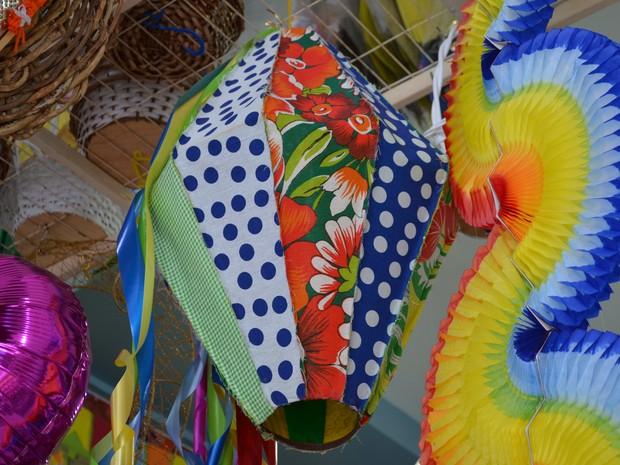 Balão junino é opção para decoração (Foto: Rodrigo Menaros / G1 RR)