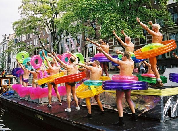 Parada gay em barcos em Amsterdã (Foto: Divulgação/Holland Alliance)