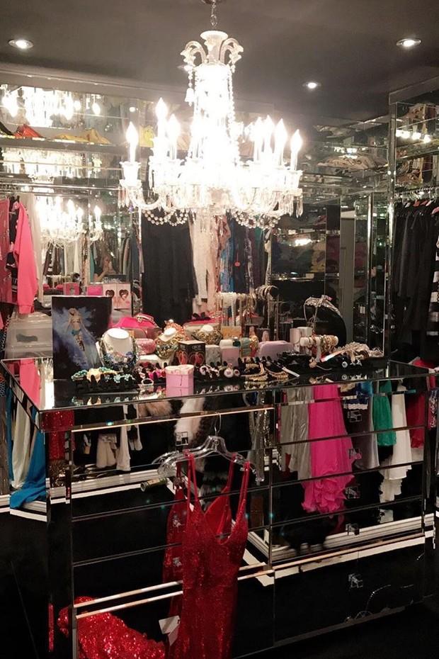 Uma das salas de roupas e bijoux de Paris (Foto: Instagram/Reprodução)