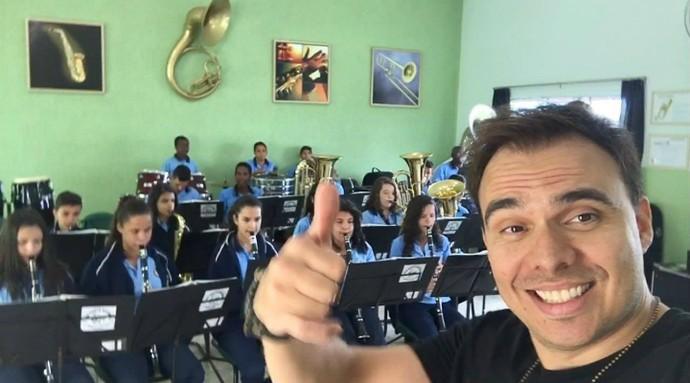 Mário gravou com a escola de música; em breve reportagem vai ao ar (Foto: Divulgação)