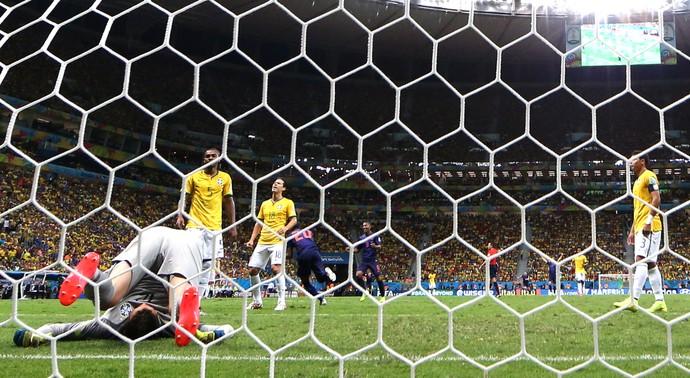 Julio Cesar derrota jogo Brasil x Holanda (Foto: AP)