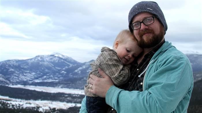 Programador transforma o sofrimento ao lado do filho com câncer terminal em jogo de videogame