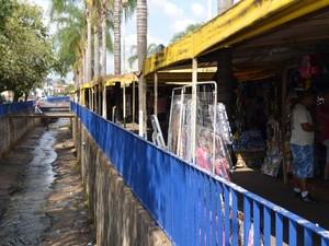 Comércio da baixada do Mercado Municipal está localizado próximo ao córrego (Foto: Orlando Duarte Neto/EPTV)