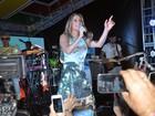 Claudia Leitte promove 'pool party' em Salvador com convidados