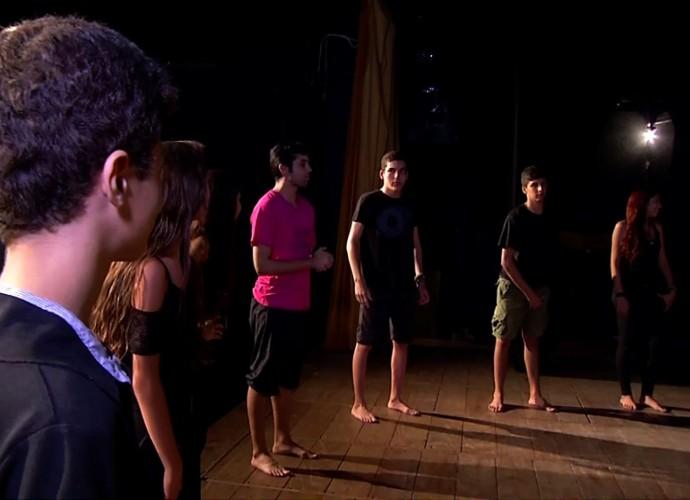 'Revista' deste sábado (23) acompanhou o ensaio de um grupo de teatro da região (Foto: Rio Sul Revista)