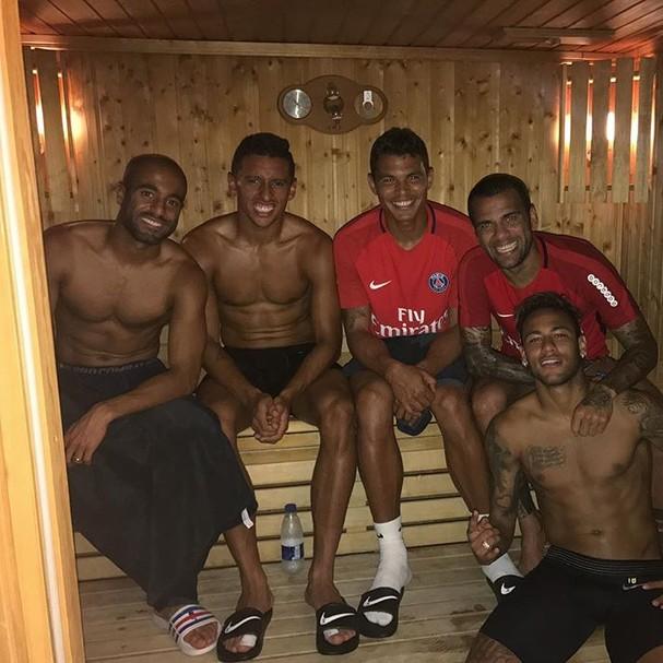Neymar Se Entrosa Com Brasileiros Do PSG Em Dia De Sauna