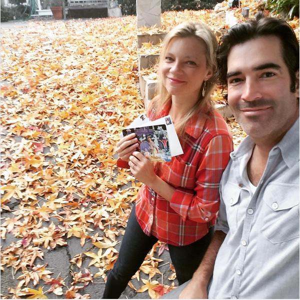 A atriz Amy Smart com o marido (Foto: Instagram)