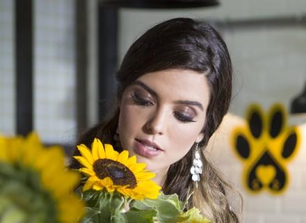 Milena ganha flores de admirador secreto