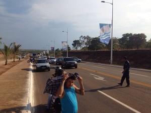 Indígenas protestaram na avenida Theotônio Segurado (Foto: Heitor Moreira)