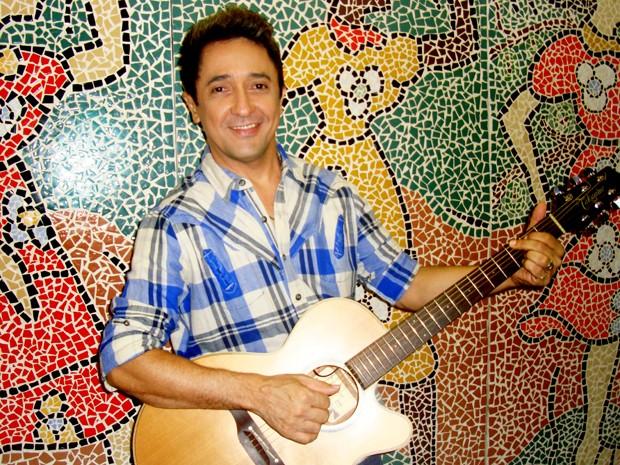 """Músico lança CD """"Tom Cleber canta Roberto"""" (Foto: Fernanda Libério/G1)"""