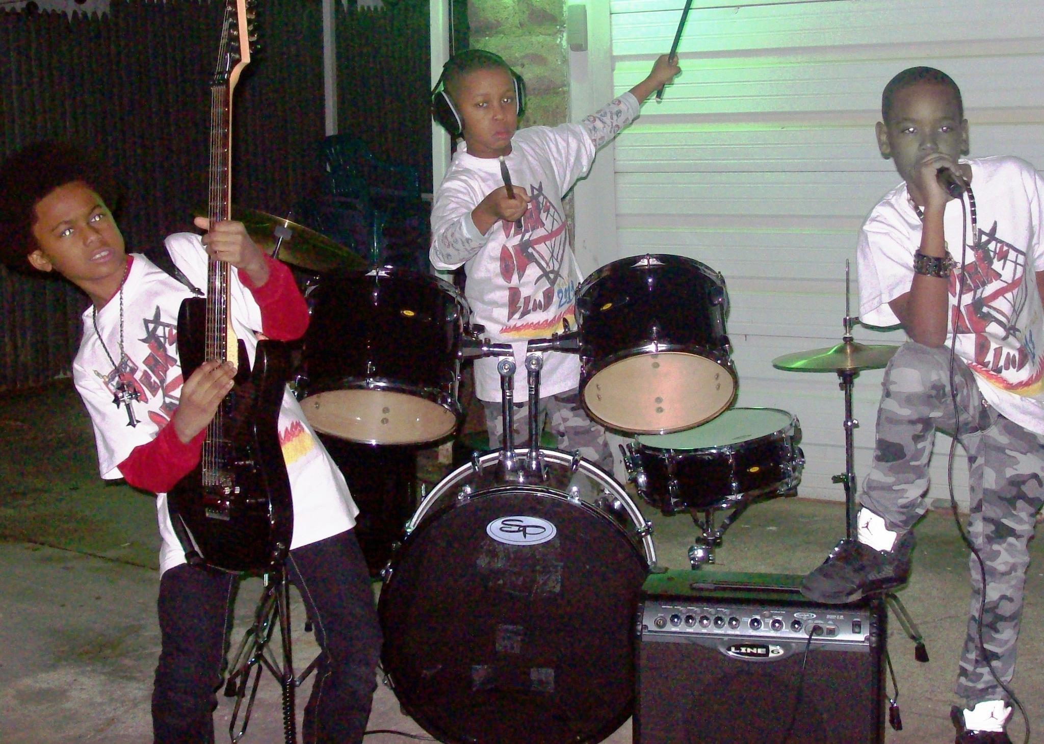 A banda Unbreaking The Truth, no incio da carreira (Foto: Reproduo/Facebook)