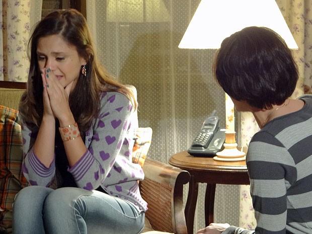 Laís fica magoada com Marlene ao saber a verdade sobre o pai (Foto: Amor Eterno Amor/TV Globo)
