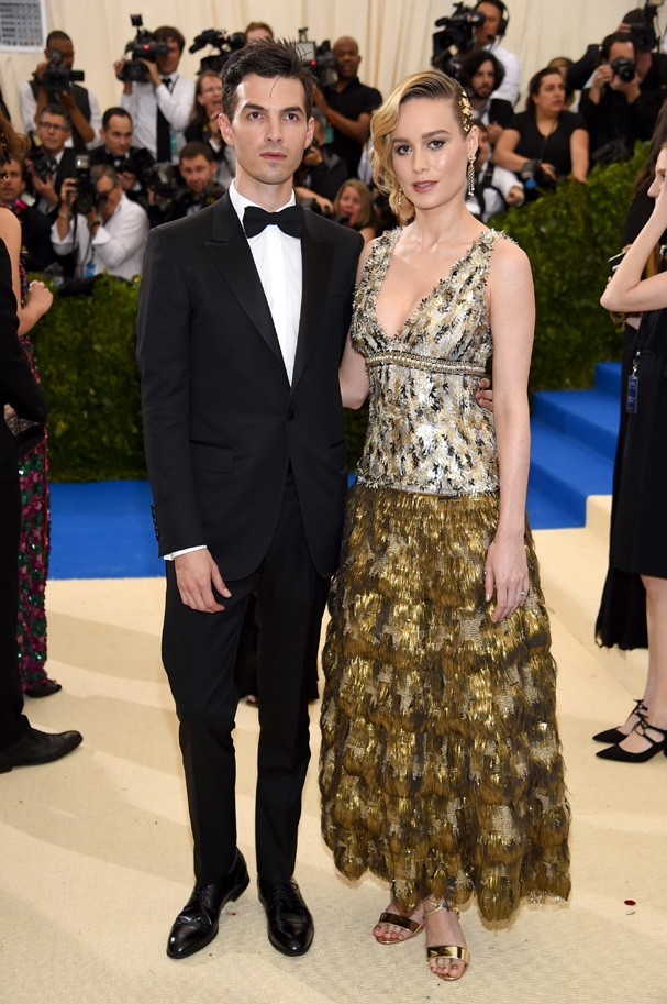 """NEW YORK, NY - MAY 01: Alex Greenwald (L) and Brie Larson attend the """"Rei Kawakubo/Comme des Garcons: Art Of The In-Between"""" Costume Institute Gala at Metropolitan Museum of Art on May 1, 2017 in New York City.  (Photo by Dimitrios Kambouris/Getty Images) (Foto: Getty Images)"""