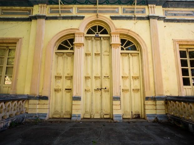 Prédio abandonado da antiga sede do governo municipal de Cáceres: prestes a completar 238 anos, cidade está com patrimônio histórico ameaçado pela falta de gestão, aponta MPF (Foto: Rafael Coelho/Arquivo Pessoal)
