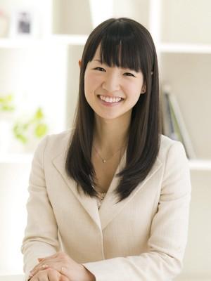 """A guru japonesa da organização, Marie Kondo, 30 anos, ficou famosa com a publicação do livro """"A mágica da arrumação: A arte japonesa de colocar ordem na sua casa e na sua vida!"""", publicado em 33 países (Foto: EFE)"""