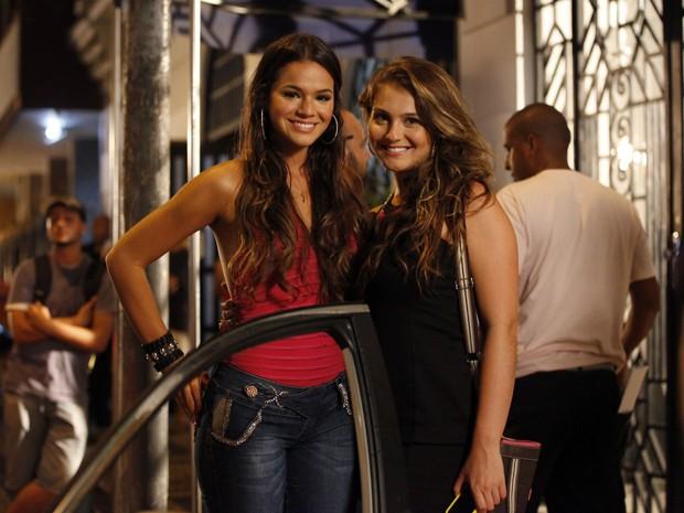 Bruna Marquezine e Aimée Madureira em gravação (Foto: Salve Jorge/TV Globo)