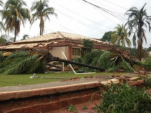 Chuva causou vários danos em Panorama (Foto: Emerson Rodrigues/Panorama Notícias/Cedida)