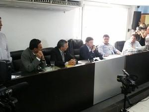 Coletiva com o prefeito Alair Correa, de Cabo Frio (Foto: Gustavo Garcia / G1)