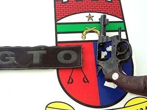 Segundo a polícia, a arma que estava com o adolescente tinha munições deflagradas (Foto: Divulgação/PM)