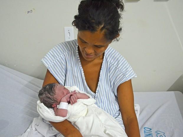 Maria José deu à luz na calçada do Mercado Modelo do Varadouro, em João Pessoa (Foto: Andréia Martins/G1 PB)