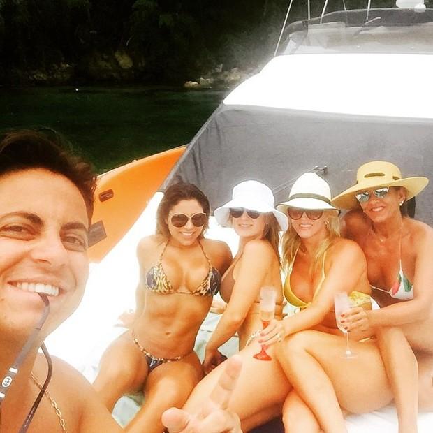 Thammy com namorada e amigas (Foto: Reprodução/Instagram)