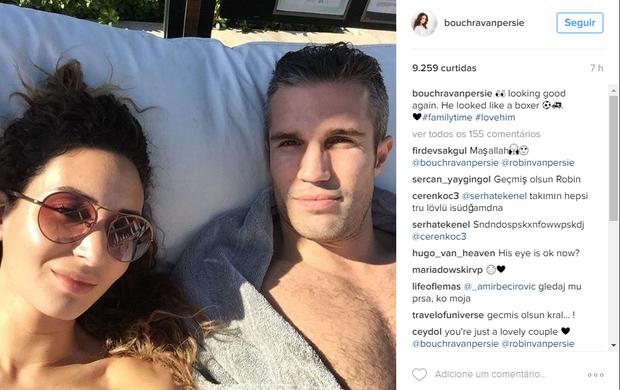 """BLOG: Esposa posta Van Persie com olho inchado e brinca: """"Parecia um boxeador"""""""