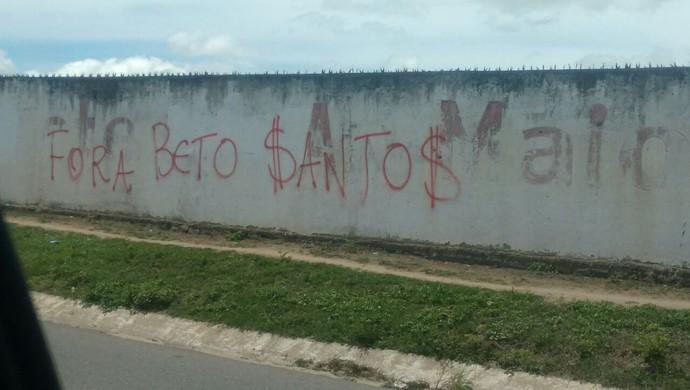 Faixa Fora Beto Santos América-RN (Foto: Reprodução)