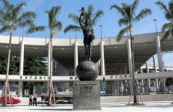 Obras operários maracanã reabertura estátua bellini (Foto: Ale Silva / Agência Estado)