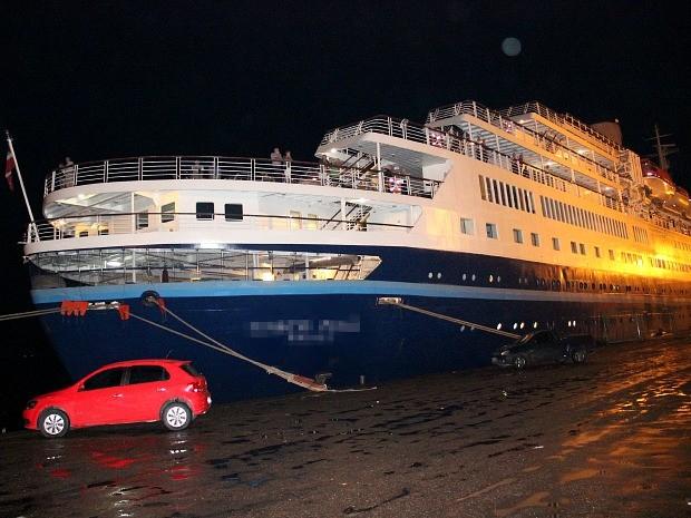 Um turista foi encontrado morto e outro passou mal em navio cruzeiro ancorado em Manaus (Foto: Marcos Dantas/G1 AM)