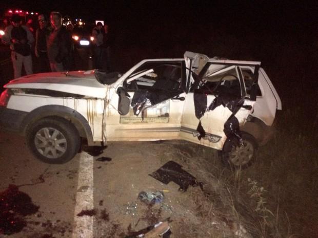 Três pessoas morrem em acidente entre carro e caminhão em Esmeralda (Foto: Natalício Barbosa/Arquivo Pessoal)