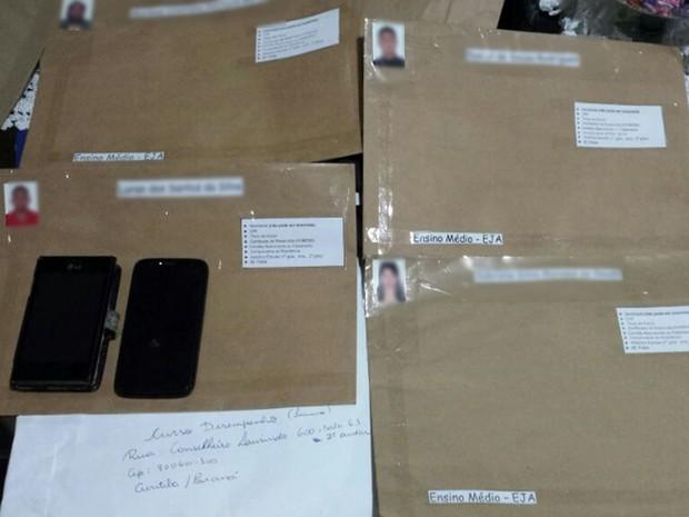 Presos em operação em Cuiabá vendiam diplomas falsos por R$ 2 mil (Foto: Reprodução/TVCA)